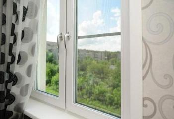 Дешевое пластиковое окно