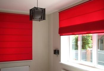 Римские шторы красного цвета